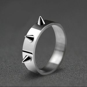 NWOT STAINLESS STEEL SPIKE RING
